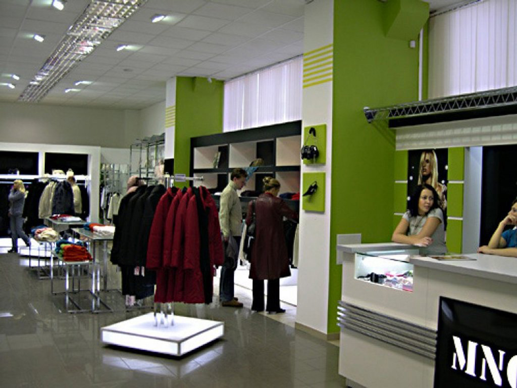 интерьер магазина одежды MANGO